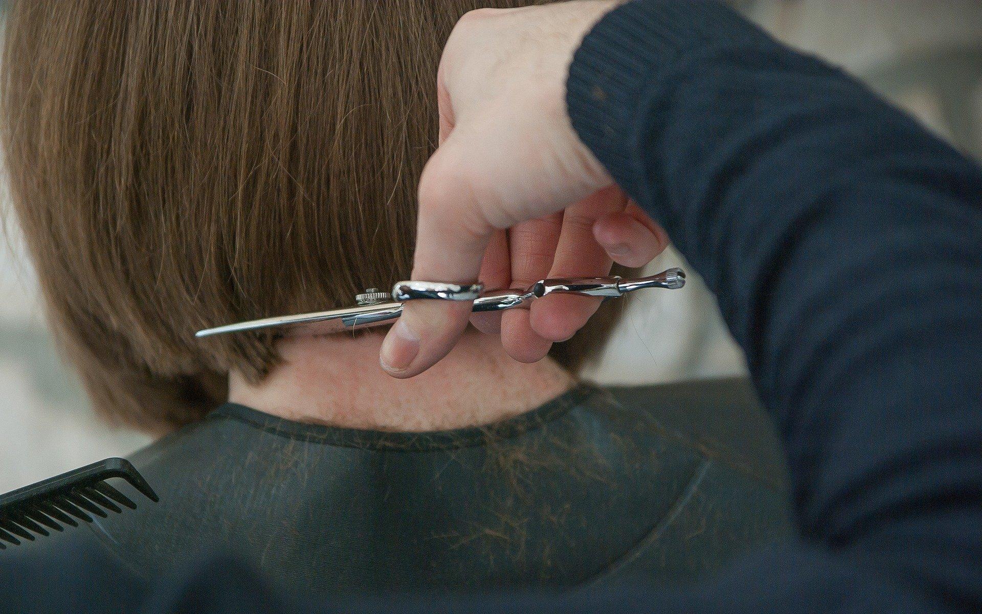 Klipning hos frisøren